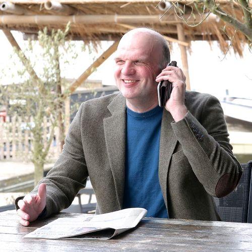 ZZP Boekhouder Peter Brink aan de telefoon
